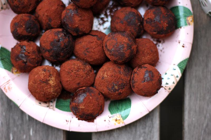 Dattelpralinen mit Kakao
